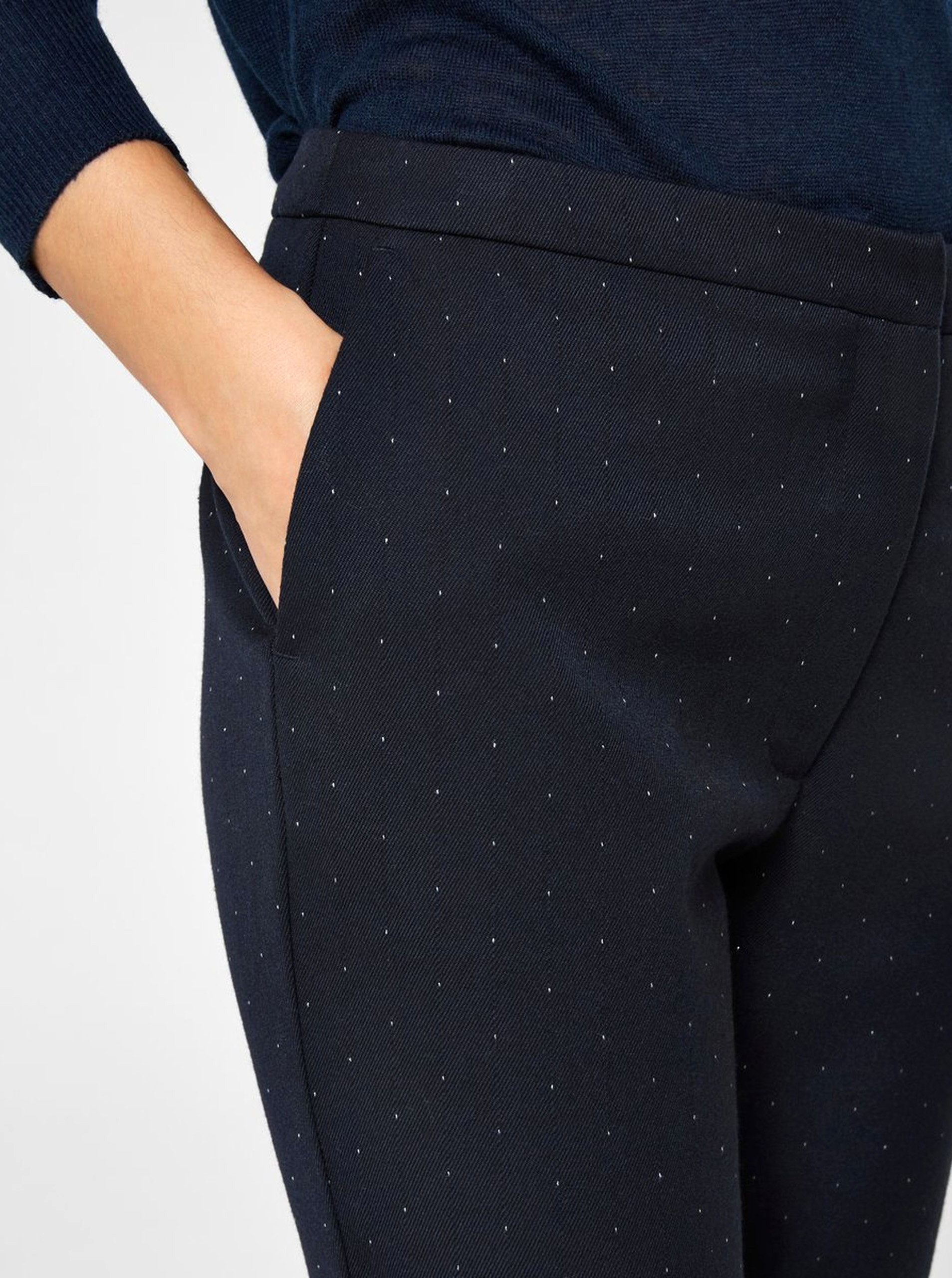 b680440f1dce Tmavomodré bodkované skrátené nohavice s vysokým pásom Selected Femme Muse  ...