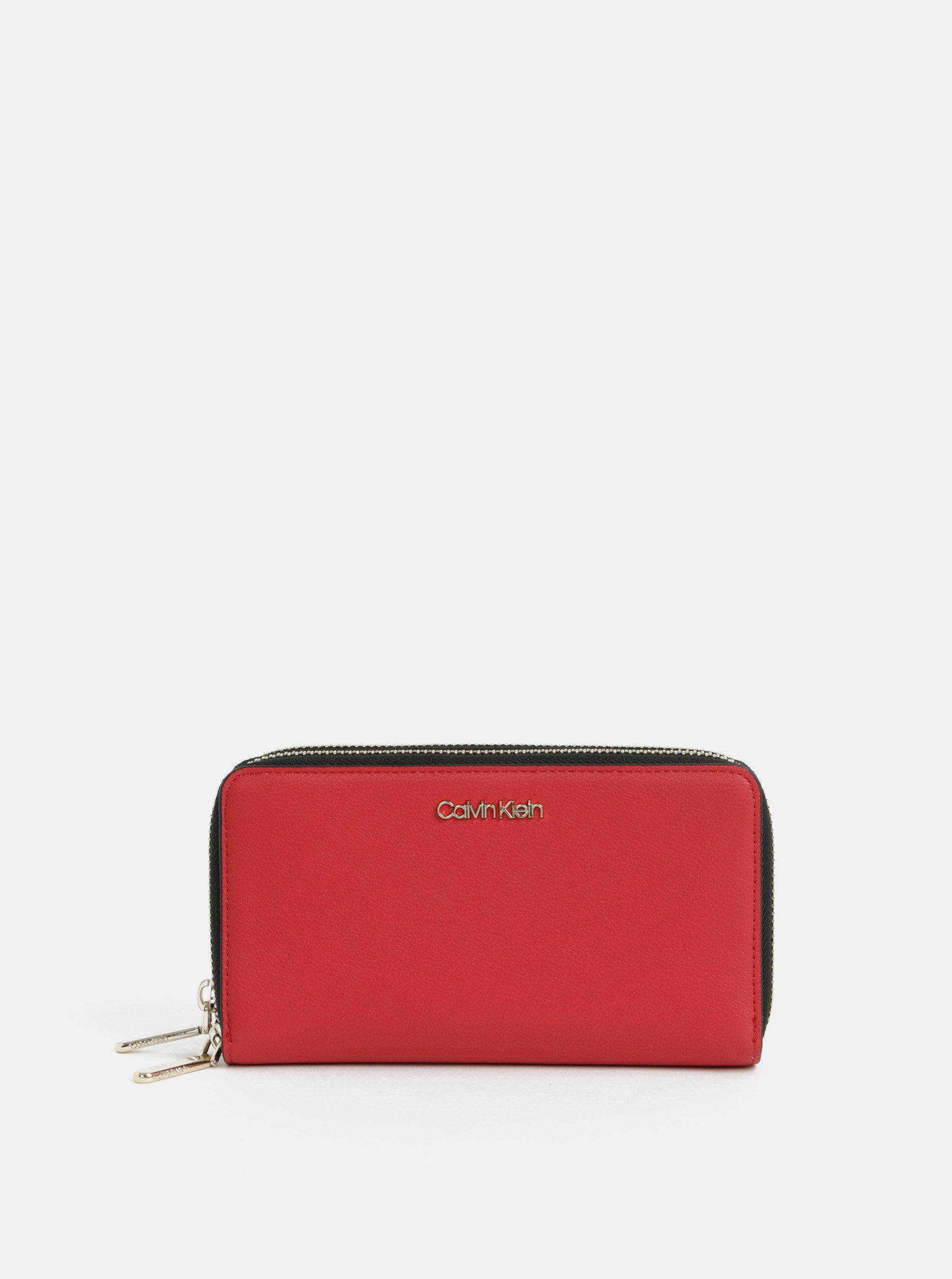 7c6e1fb5843e Červená dámska peňaženka Calvin Klein Jeans ...
