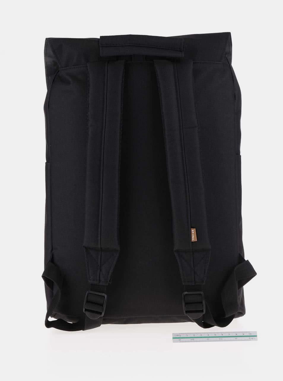 4607ec373d Černý batoh se sponou na patent Spiral Tribeca 14 l ...