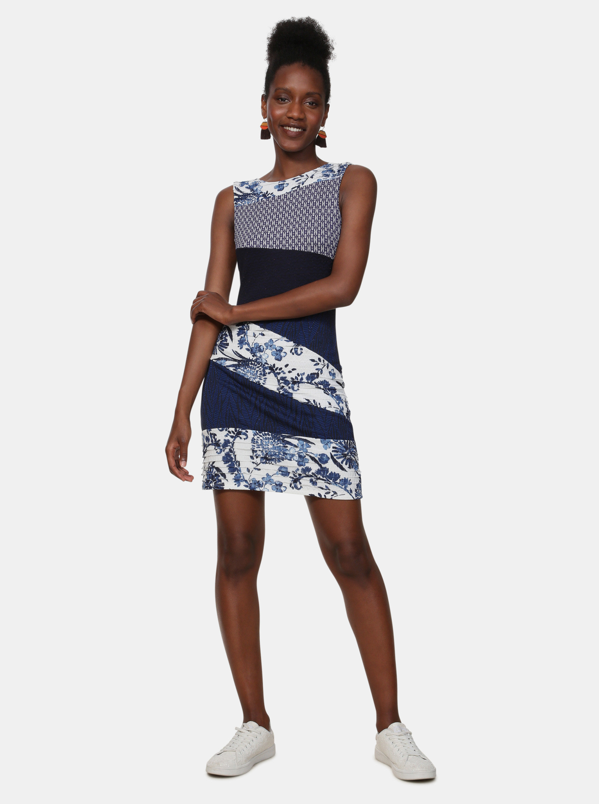 8e873814c320 Tmavě modré vzorované šaty Desigual Olivia ...