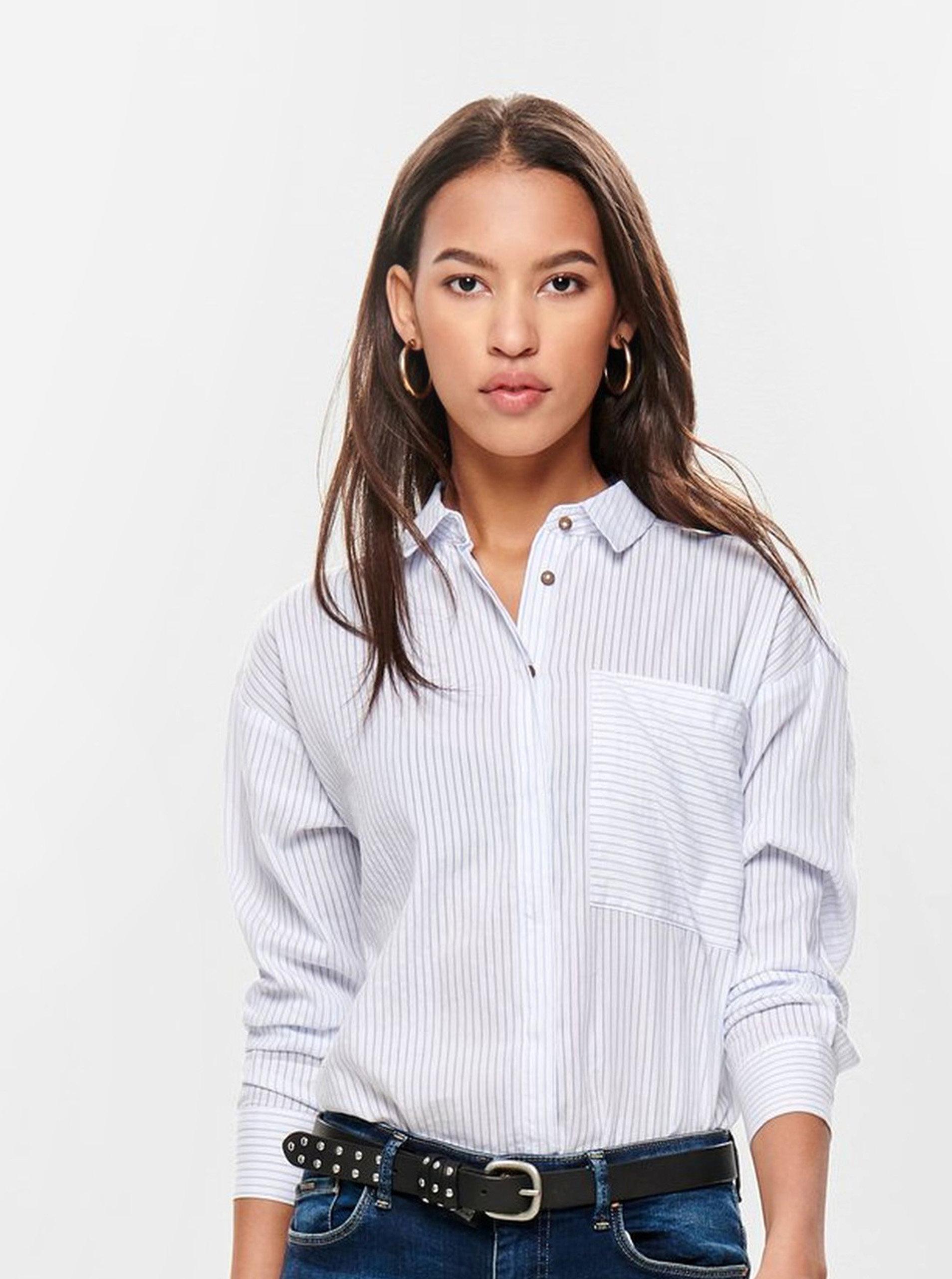 0e14378d14b4 Modro–biela pruhovaná košeľa ONLY Carry ...