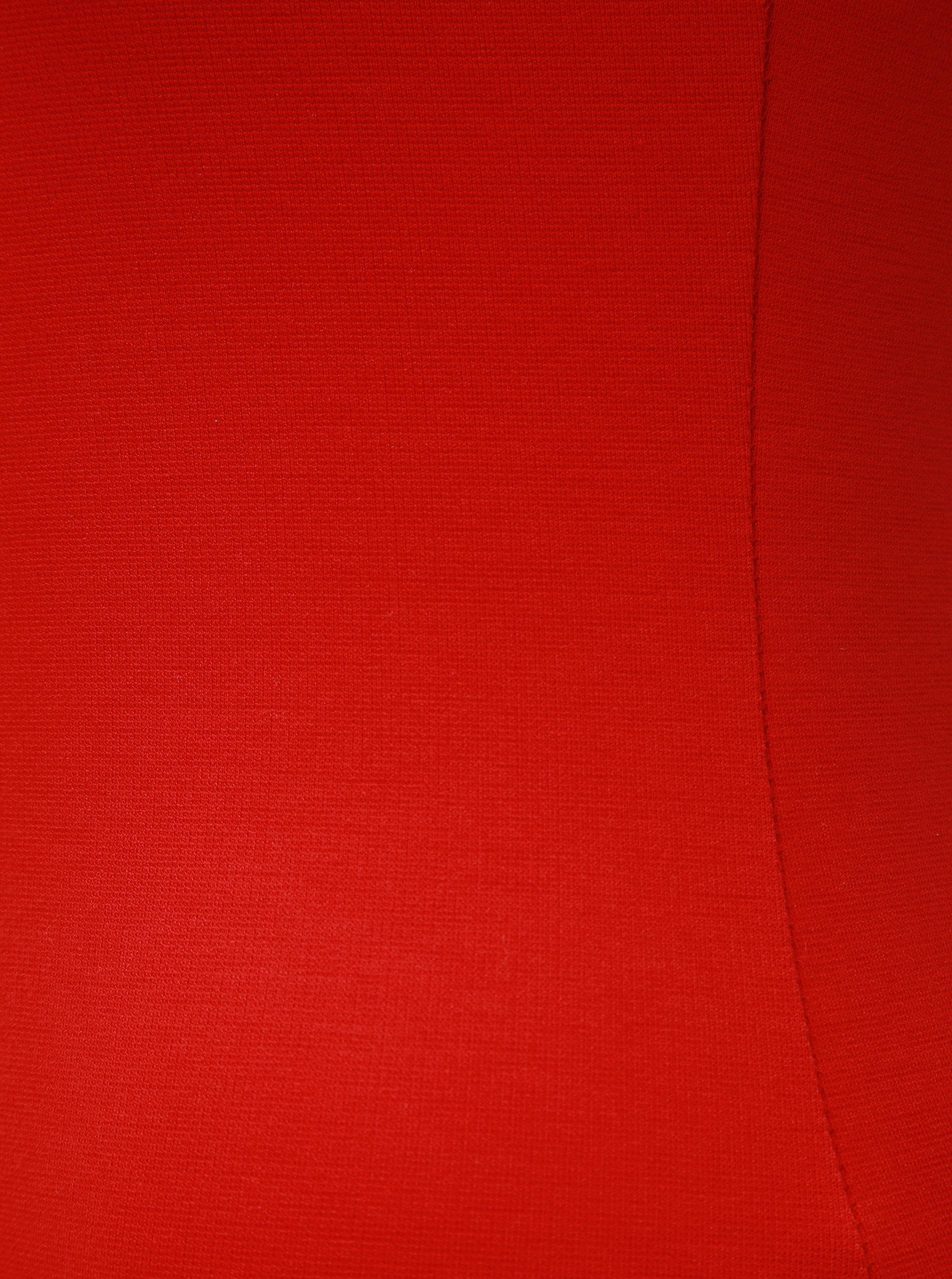 14e9bb6a9883 Červené pouzdrové šaty s kulatým výstřihem ZOOT ...