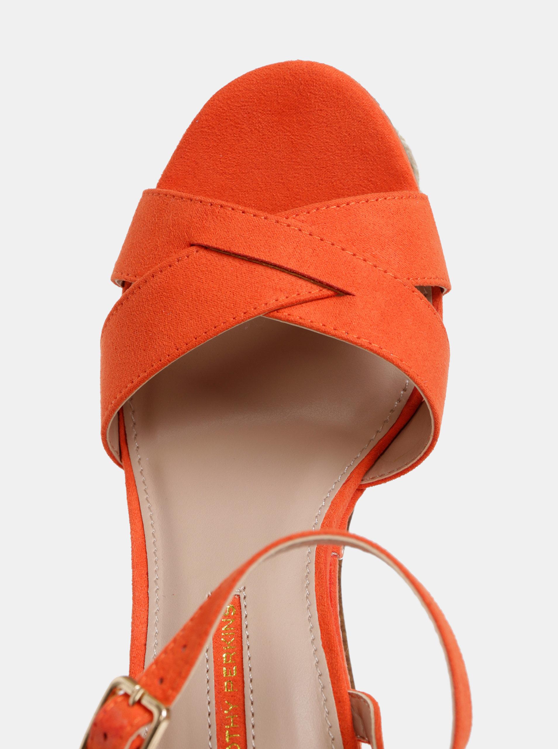 7a6d313f6df2 Červené sandále na platforme v semišovej úprave Dorothy Perkins ...