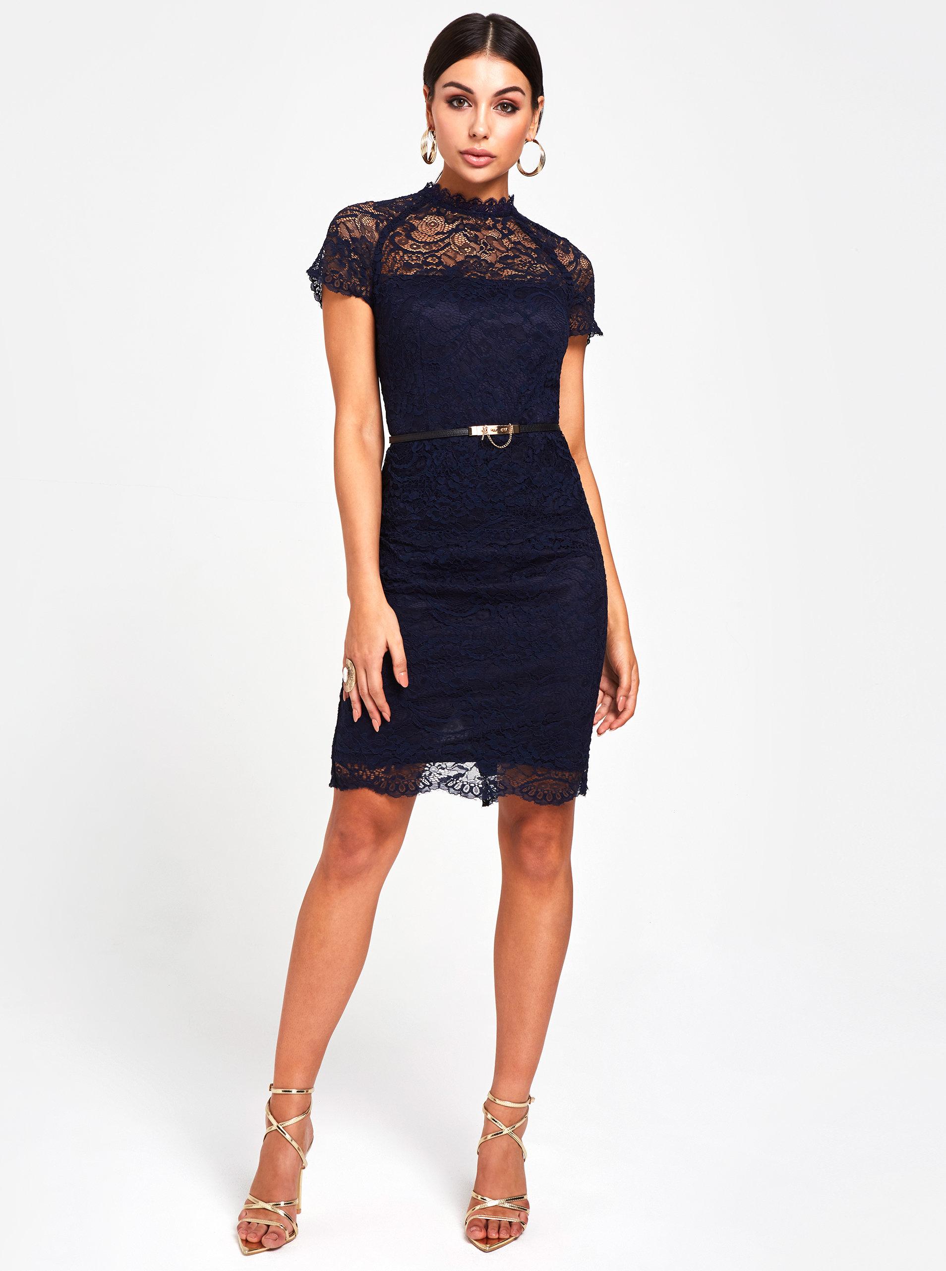 6b3e1ee9fba7 Tmavomodré čipkované puzdrové šaty s volánom Paper Dolls ...