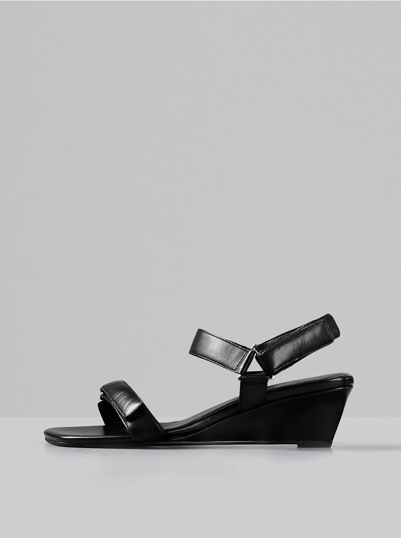 Černé kožené sandálky na klínku Vagabond Nellie