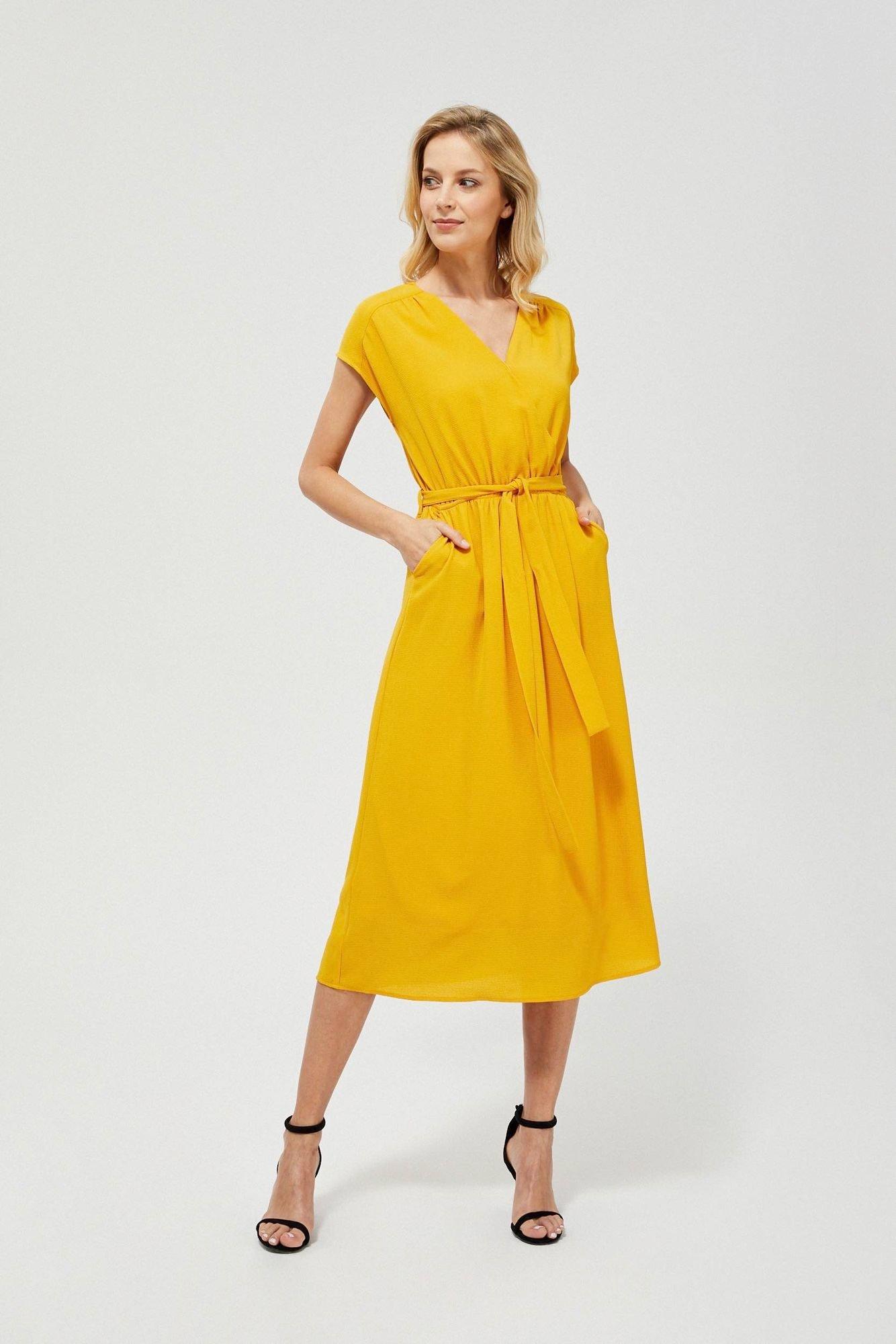 Moodo hořčicové dlouhé šaty s vázáním v pase