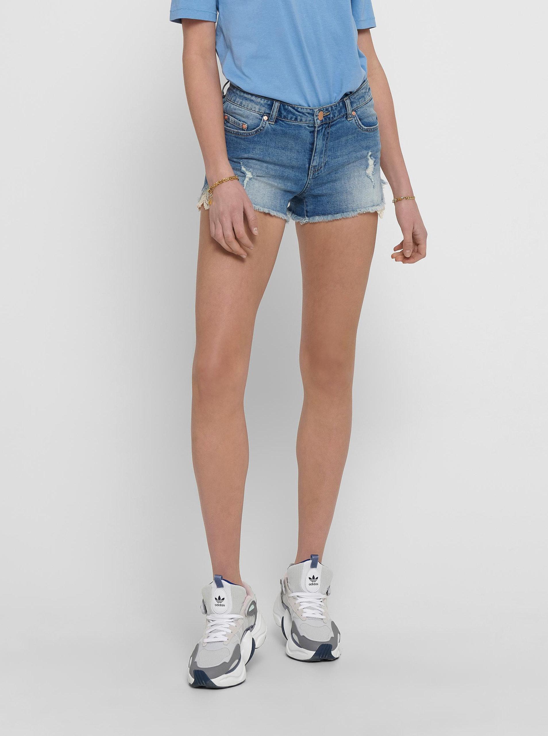 Modré džínové kraťasy s krajkovými detaily ONLY Carmen