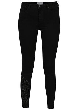 Černé super skinny džíny s výšivkou na nohavici Miss Selfridge