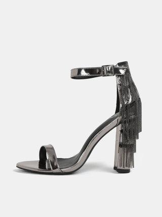 Metalické sandálky na podpätku v striebornej farbe MISSGUIDED
