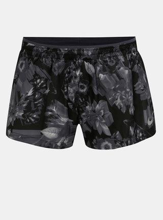 Pantaloni scurti de dama negri standard fit cu model floral Nike Elevate