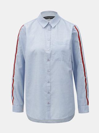 Světle modrá košile s náprsní kapsou a červenými pruhy na rukávech Dorothy Perkins