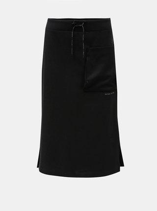 Čierna sukňa s vreckom a rozparkami Nike
