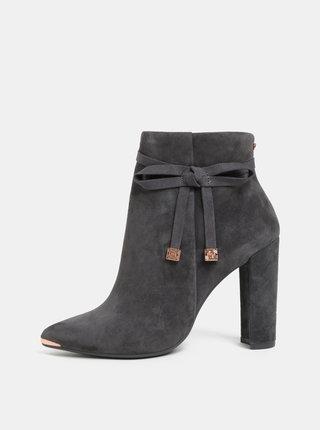 Sivé dámske semišové členkové topánky na podpätku Ted Baker Qatena