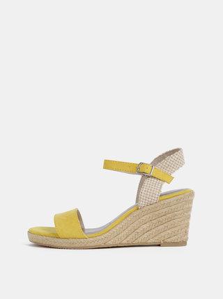 Žlté sandálky v semišovej úprave na plnom podpätku Tamaris