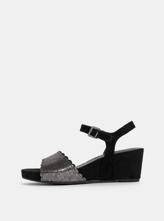 Čierne semišové sandálky na plnom podpätku Tamaris