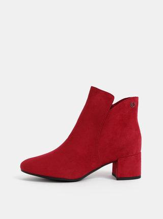 Tmavě růžové kotníkové boty v semišové úpravě Tamaris