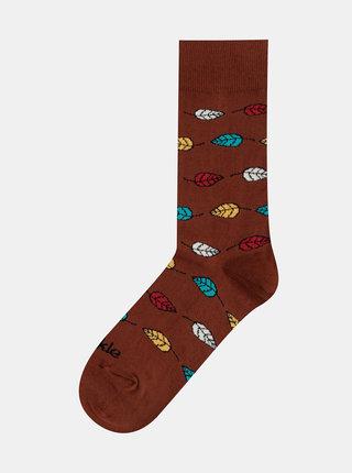 Hnědé vzorované ponožky Fusakle Listy tmavé