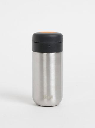 Termohrnek ve stříbrné barvě se sítkem na čaj Wacaco Nanovessel 210 ml