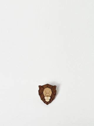Drevená brošňa v tvare leva BeWooden