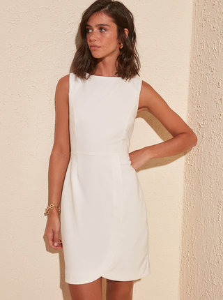 Biele púzdrové šaty Trendyol
