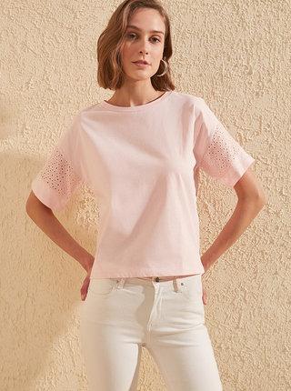 Světle růžové tričko Trendyol