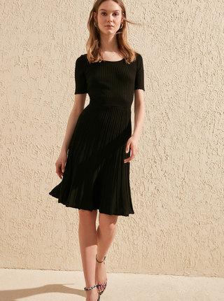 Čierne svetrové šaty Trendyol