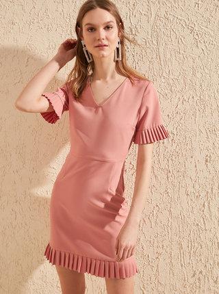 Ružové šaty Trendyol