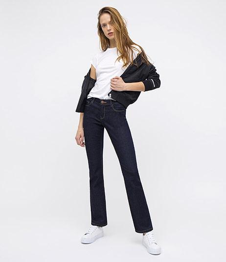 Dámské Straight džíny - Outfit na postavě