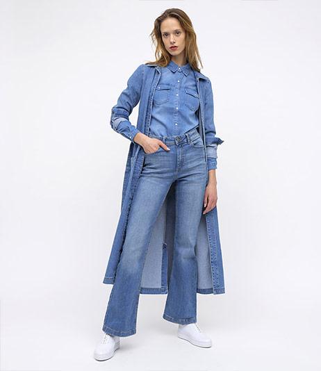 Dámské Bootcut & Zvonáče džíny - Outfit na postavě